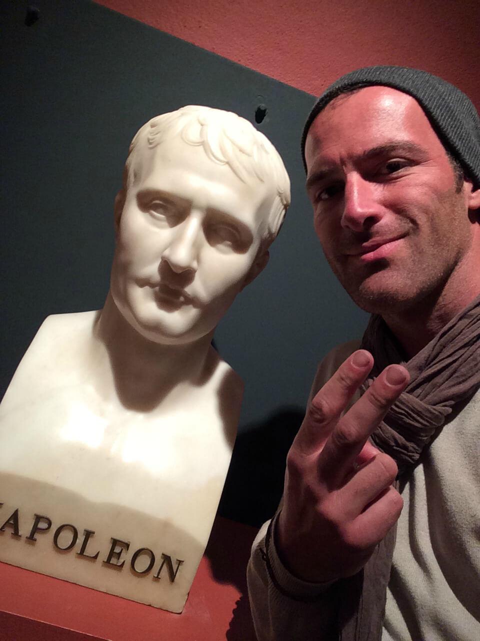 Selfie d'iclo avec Napoléon dans la galerie du Musée Fesch à Ajaccio, Corse.