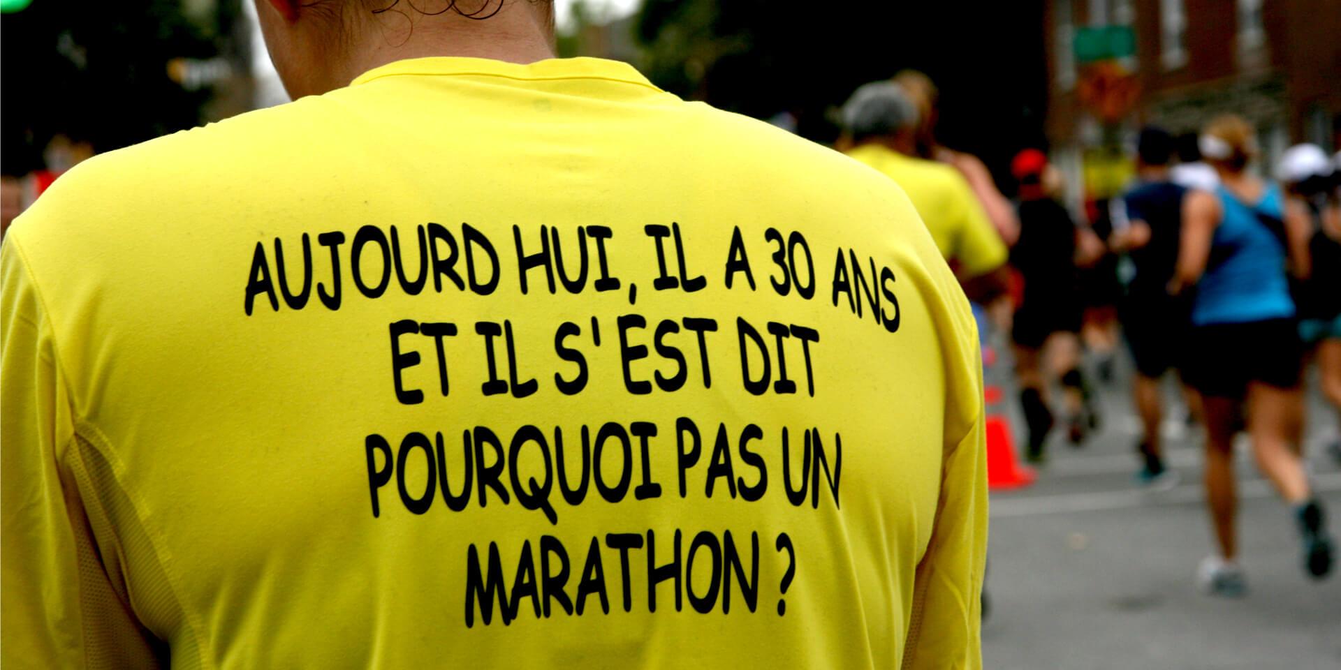 """Maillot porté par ma soeur lors du Marathon de Montréal, Canada avec l'inscription """"Aujourd'hui, il a 30 ans et il s'est dit pourquoi pas un marathon ?""""."""