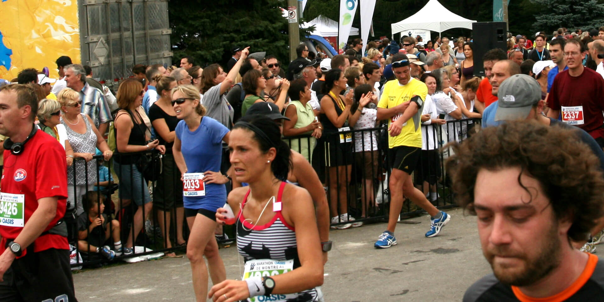Coureurs à l'arrivée du Marathon de Montréal, Canada.